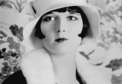 1200px-Louise_Brooks_detail_ggbain.32453u